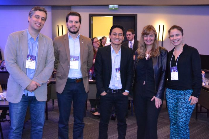 Gabriela Otto (Presidente HSMAI Brasil) e os palestrantes Lilian Faria (Gol), Keith Matsumoto (Google), Paulo Gustavo Gomes (Blue TRee) e Marcelo Bicudo (Markam)