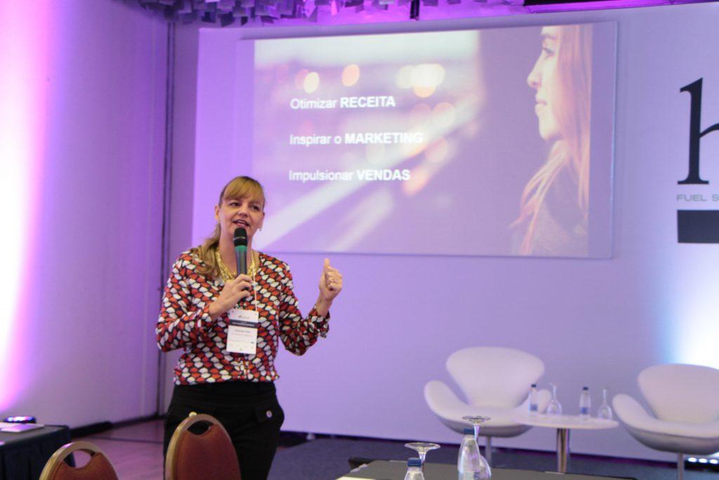 Gabriela Otto, Pres.HSMAI Brasil, abre o evento com novidades do mercado